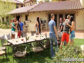 Swingers swap partners and ho groupsex un the ýatylýan otag