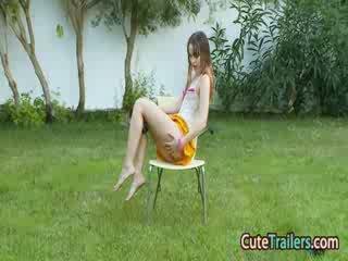Masturbation dan menyumbatkan jari dalam yang grass