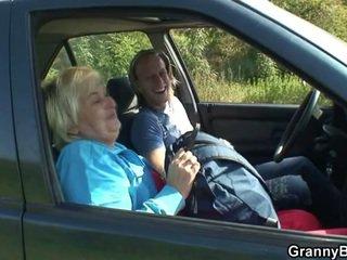 bunică, casnică, mașină