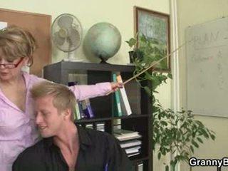 Ýaşy ýeten ofis başlyk forces him fuck her hard