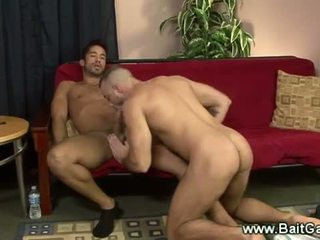 Heterosexual y gay guys doing un sixtynine