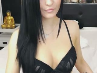 Beautiful Cam Babe Get Naked and Masturbate