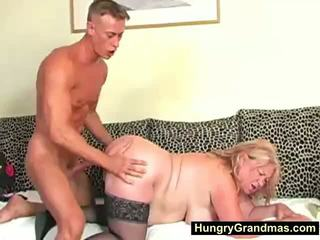 Blondīne resnas vecmāmiņa edna