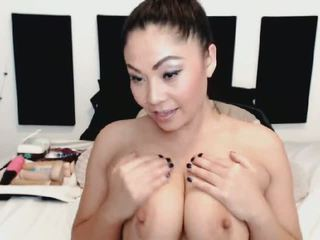 Busty Japanese Babe Loves to Show off on Cam: Free Porn d0