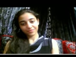 Cute india rumaja shows her nyenyet burungpun on web kamera