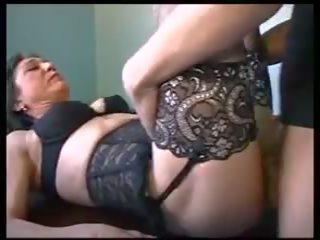 Mam et le plombier: volný zralý porno video 3f